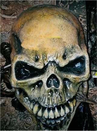 giant skull alien