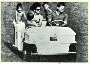 president kennedy and family go for a ride